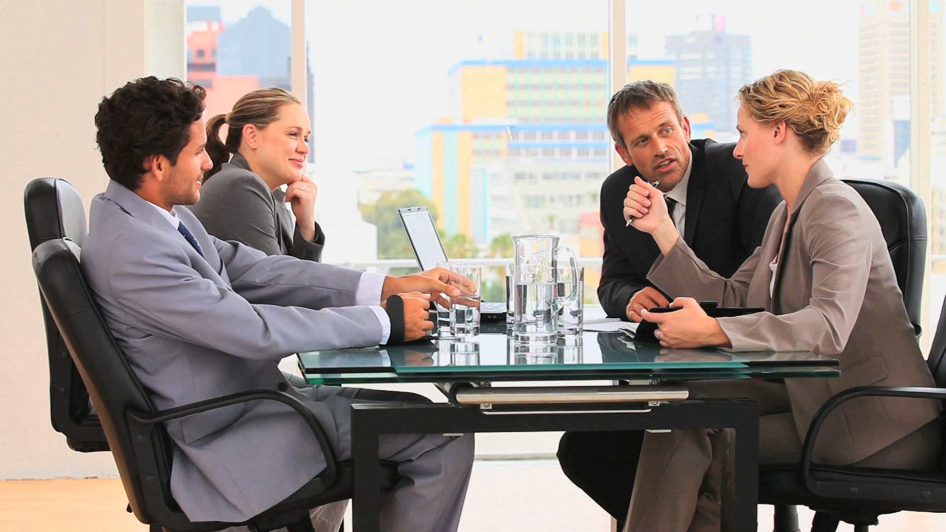 cropped meeting between business people - Подготовка и отправка нулевой отчетности